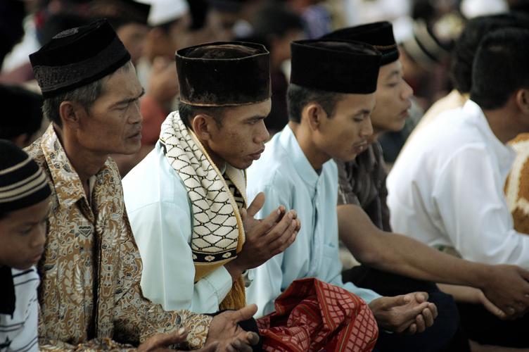 تنشها میان مسلمانان شیعه و سنیمذهب سابقه طولانی دارد و در سرتاسر جهان یافت میشود