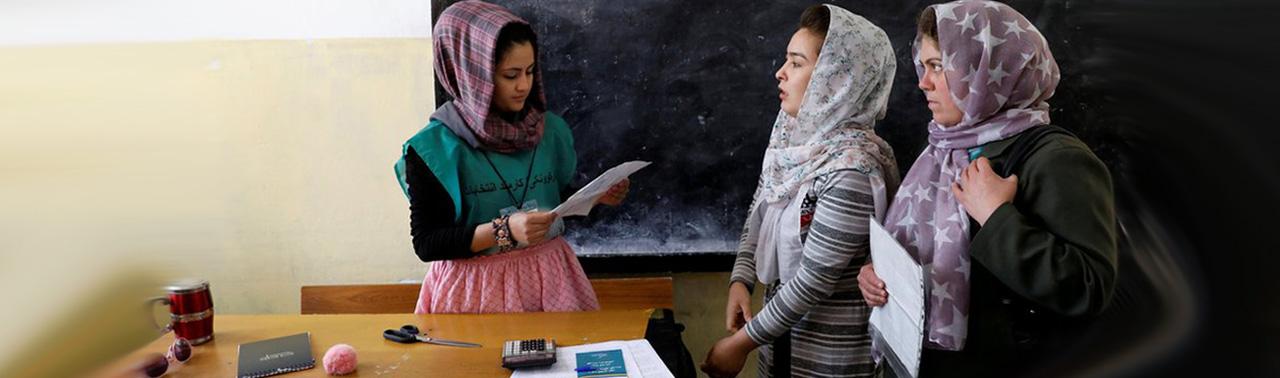 عدم نامزدی زنان در ۲۶ ولایت افغانستان/ ناامنی و تذکرههای برچسبدار؛ دو چالش مشارکت زنان افغان در روند انتخابات
