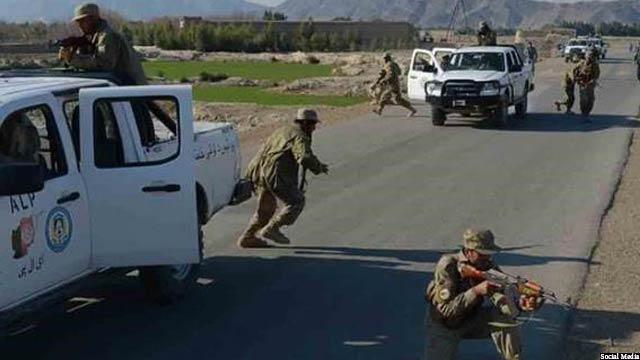 گروه طالبان با حملات تهاجمی به 16 پاسگاه نیروهای پولیس نظم عامه حمله کردند و با شهادت حدود 15 تن از سربازان، تمامی تجهیزات سبک و سنگینشان را نیز با خود بردند.