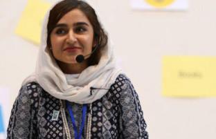 طراح لبخند و امید؛ دختر افغان با رویاهایی رنگین در راستای توانمندی و خودباوری زنان و دختران