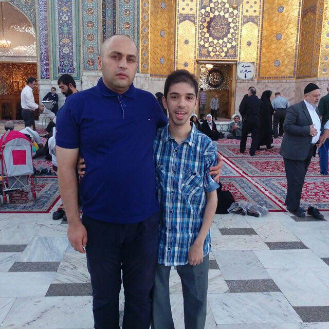 وهاب مایل هروی یکی از فرزاندان آقای نجیب مایل هروی است که از بیماری ناتوانی جسمانی رنج میبرد.(سمت چپ)