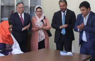 از دانشآموخته طبابت تا تخصص در مدیریت؛ «وحیده زاهد محمدزایی»، اولین زن مستوفی افغانستان