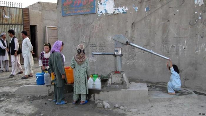 پیامدهای زیانبار خشکسالی در افغانستان تنها کشاورزی و دامداری را تهدید نمیکند، بلکه این پدیده زندگی اجتماعی در روستاها را نیز تحت تأثیر قرار داده