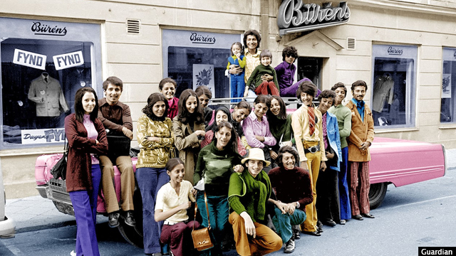اسامه بن لادن (دوم از طرف راست) در فالون، سویدن در سال 1971