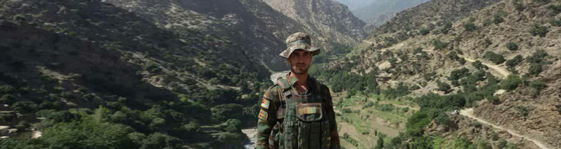 زندگی یک قهرمان شرق افغانستان؛ محمدعمر سربازی که انتحارکننده را در آغوش گرفت کیست؟