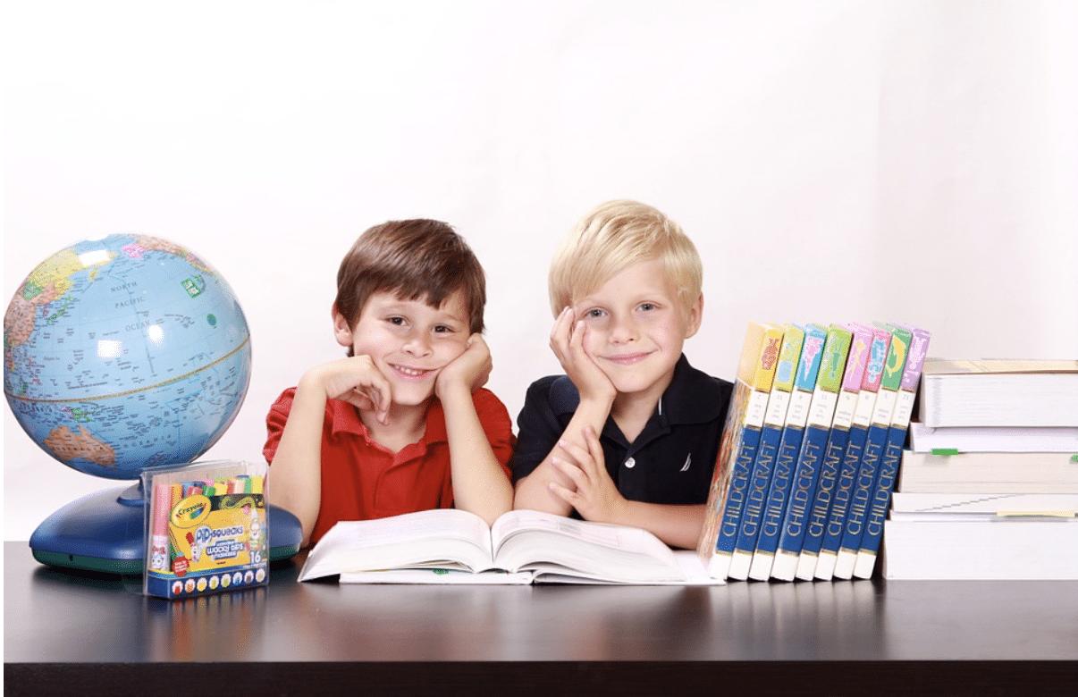 این تصور وجود دارد که هرچه در سنین پایینتر یادگیری زبان را شروع کنیم، موفقتر خواهیم بود، اما آنچه مهم است، زمانی است که صرف یادگیری زبان میکنیم