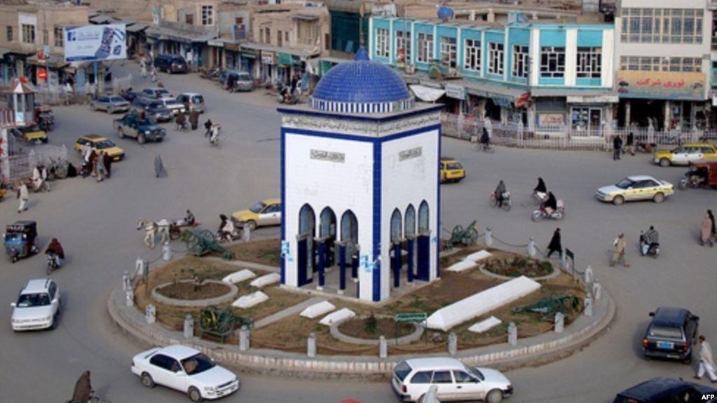 ولایت قندهار 2 میلیون و 59 هزار و 182 نفر جمعیت دارد، اما طبق گزارش دفتر مرکزی کمیسیون، تعداد ثبتنام رأیدهندگان در ولایت قندهار به 522 هزار و 984 نفر میرسد