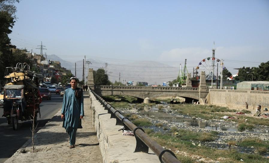 دریای کابل تقریبا از وسط شهر کابل گذشته است
