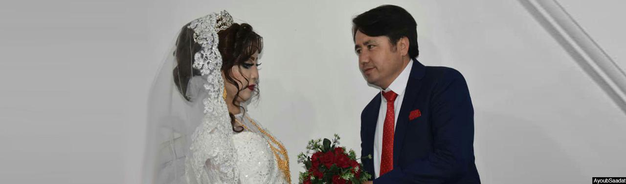 جشن ماندگار ازدواج فاطمه و ایوب؛ هزینه ای که صرف کمک به بی جاشدگان مالستان، جاغوری و ارزگان شد