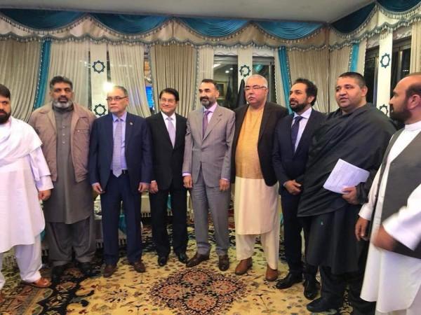 """شماری از چهرههای مطرح منتقد محمد اشرف غنی نیز در محور """"ائتلاف بزرگ ملی"""" جمع شدهاند"""