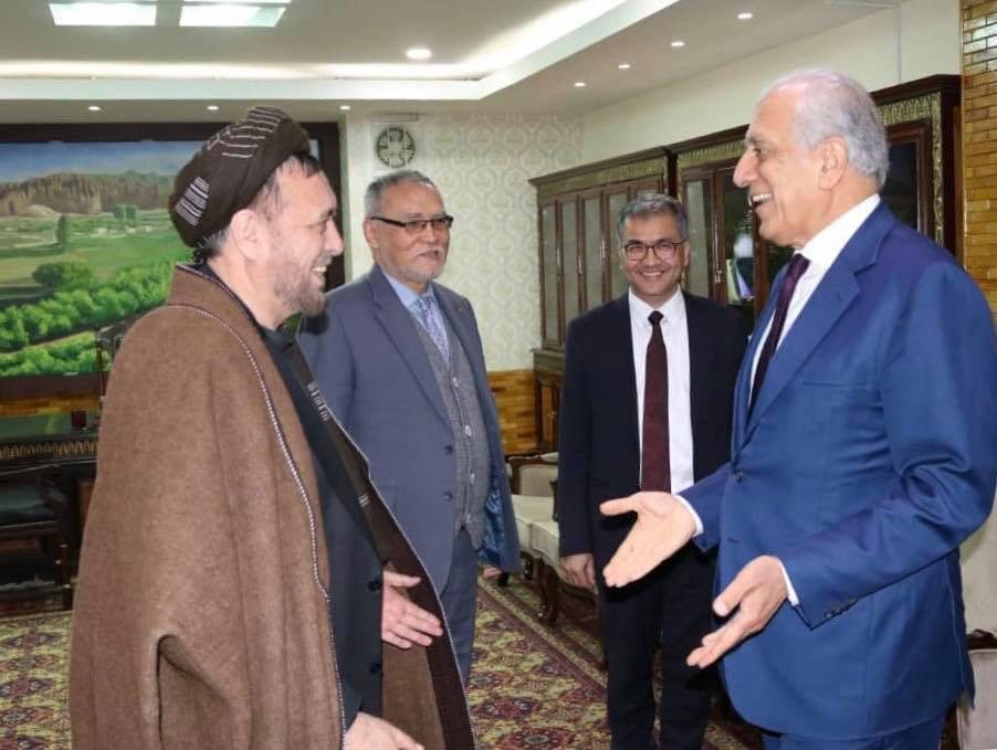 محمد محقق و زلمی خلیلزاد، ظهر امروز یکشنبه(27 عقرب) در کاخ شورای وزیران دیدار و گفتگو کردند