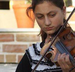«سنبل» ویالونیست؛ دختری که برای تحقق رویاهایش به کابل آمده است