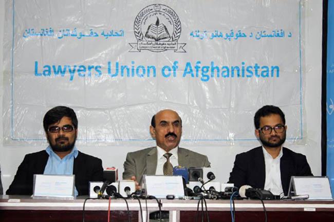 """اتحادیه حقوقدانان افغانستان در """"هفتهی قانون اساسی"""" میگوید که بیشتر مادههای قانون اساسی از سوی حکومت وحدت ملی و همچنان کمیسیونهای انتخاباتی نقض شده است"""