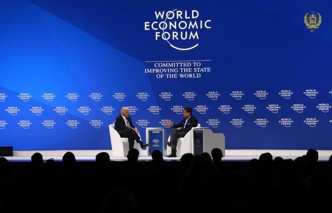 محمد اشرف غنی، رئیسجمهور افغانستان در نشست مجمع جهانی اقتصاد در شهر داووس سویس گفته که وظیفه اصلی زلمی خلیلزاد، زمینهسازی برای مذاکرات مستقیم صلح میان دولت افغانستان و گروه طالبان است