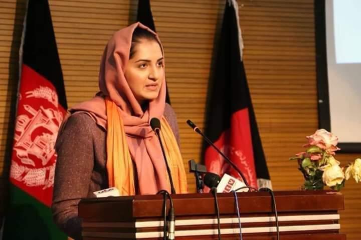 مرجان متین» در یک خانواده روشنفکر و با سطح متوسط در کابل به دنیا آمده است