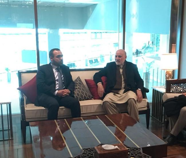 عمر داوودزی، رئیس دبیرخانه شورای عالی صلح و نماینده خاص رییسجمهور افغانستان در امور اجماع منطقهای برای صلح امروز سهشنبه(18 جدی) به اسلامآباد رفته است