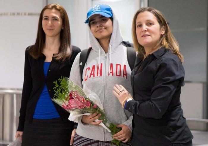 کریستیا فریلند، وزیر خارجه کانادا در میدان هوایی تورنتو از راهف استقبال کرده است