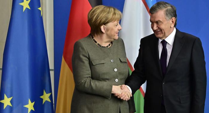 شوکت میرضیایف، رییسجمهور ازبکستان روز دوشنبه در دیدار با آنگلا مرکل، نخستوزیر آلمان در برلین بر اهمیت صلح در کشور همسایهاش افغانستان تأکید کرد