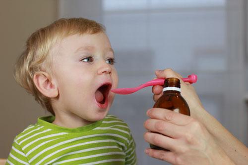 یکی از اشتباهاتی که والدین وقت دارو دادن به کودکانشان انجام میدهند، استفاده از قاشق چای خوری است