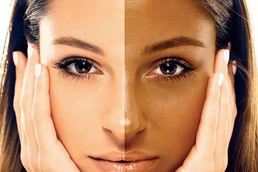 خانمهایی که دارای پوست سفید هستند، باید در هنگام میکاپ کردن صورت خود، از کرم پودر مناسب استفاده کنند