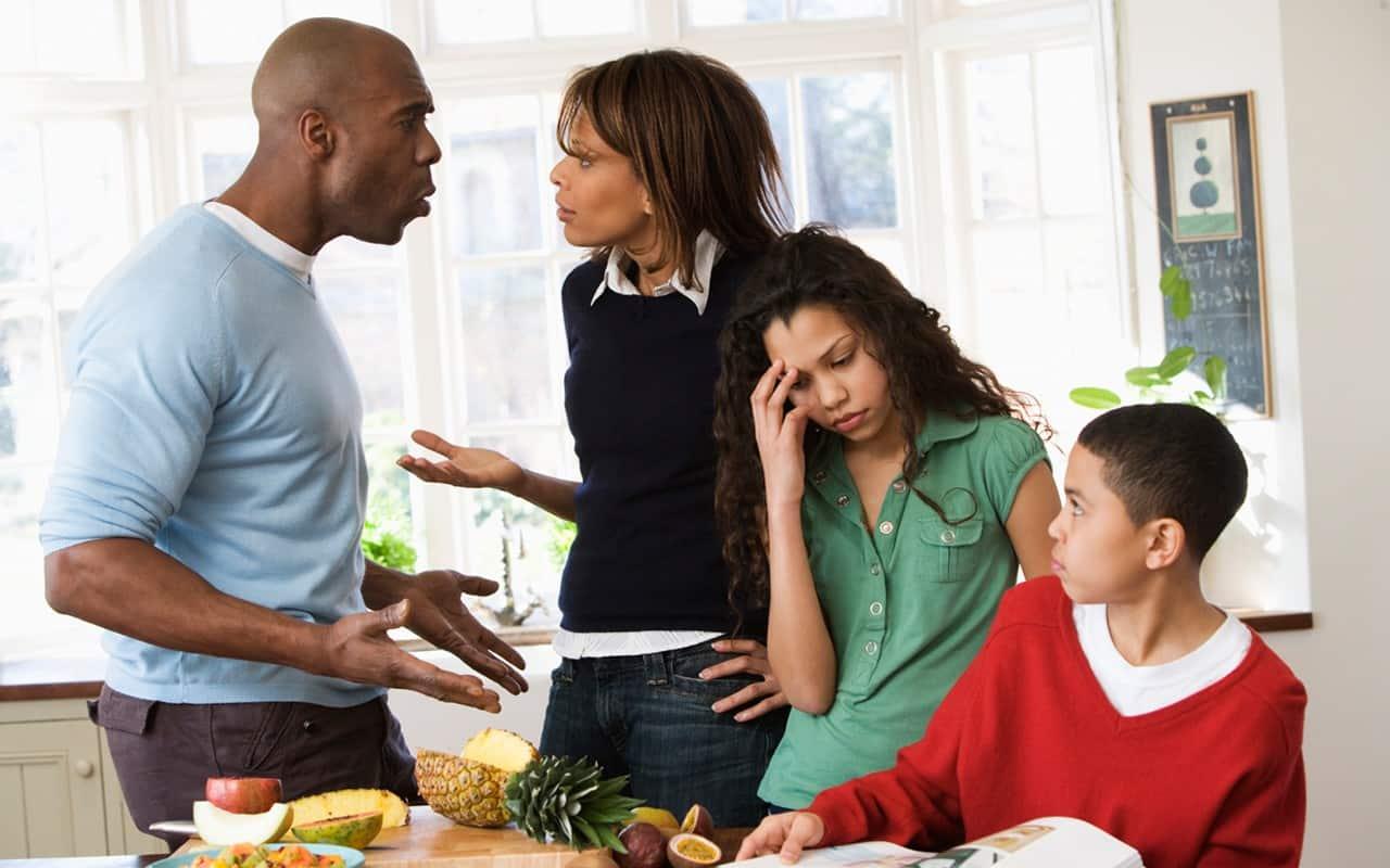 والدین برای تربیت هرچه بهتر فرزندان به همدیگر احترام بگذارند و در حضور فرزندان با هم مشاجره و بحث نکنند