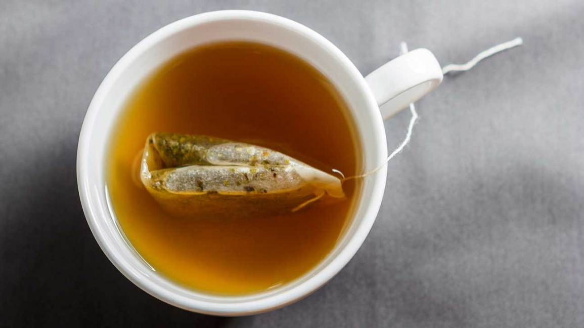 چای سبز جهت کاهش جذب چربی بسیار مفید است و میتواند بیماری کبد چرب را بهبود ببخشد