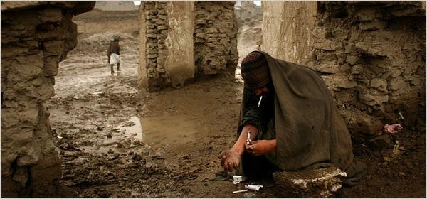 دو عامل مهم ایدز در افغانستان، تن فروشی و اعتیاد میباشد