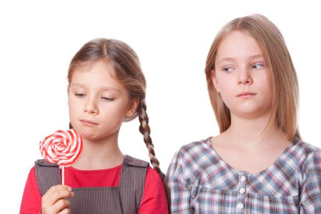 مراقب نشانههای حسادت در فرزندان خود باشید