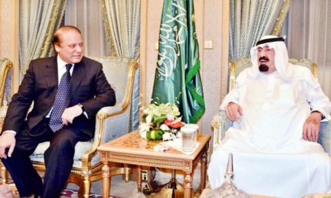 نواز شریف در یک ملاقات با شاه فقید سعودی عبدالله ابن عبدالعزیز ال سعود / عکس: APP/File