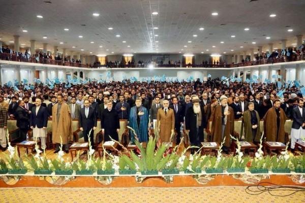 شماری از چهرههای سیاسی و پر نفوذ افغانستان از سیاسیون و حکومت این کشور میخواهند که باید برای آوردن صلح متحدانه و از نزدیک کار کنند، نه اینکه برای ناکامی یکدیگر تلاش نمایند