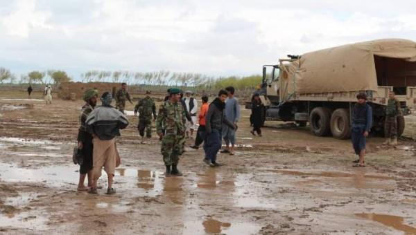 گزارش شده که سیلابهای سرازیر شده بیشتر از 10 هزار نفر را در ولایات هلمند، زابل، هرات، قندهار، فراه بیجا کرده است