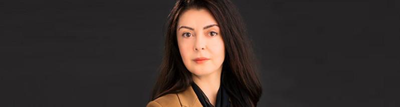 زنان الهامبخش افغانستان؛ لینا روزبه، نویسندهای که نمونهی درخشان از نسل جنگ و مهاجر افغانستان است