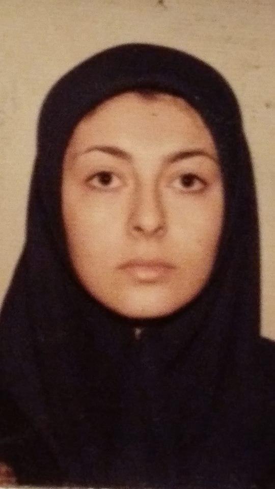 لینا روزبه مکتب را تا صنف 3 در افغانستان، تا صنف 10 در ایران و پس از آن با مهاجرت به پاکستان، با دادن امتحان در پشاور، سند دیپلم خود را به دست آورده است