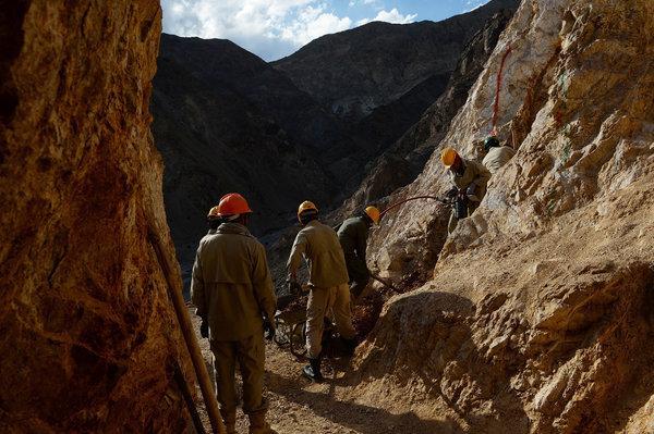 مقامهای حکومت افغانستان تاکید دارند که یکی از چالشهای عمده دیگر بخش معادن در این کشور، نبود ظرفیت کافی در این بخش است