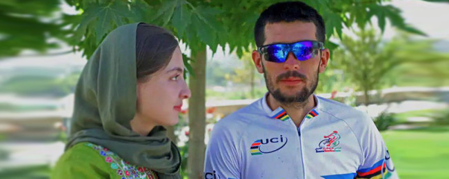 تیم بایسکل رانی کوهستان مرکزی؛ زوجی که جلوه های هیجان انگیز تر زندگی را در افغانستان جریان می دهد