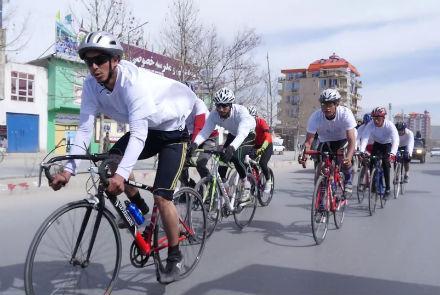 گروه ده نفره دوچرخه سوار از ولایت هرات، مسیر راه لاجورد را به منظور رساندن پیام صلح به کشورهای عضو این مسیر، رکاب زده است