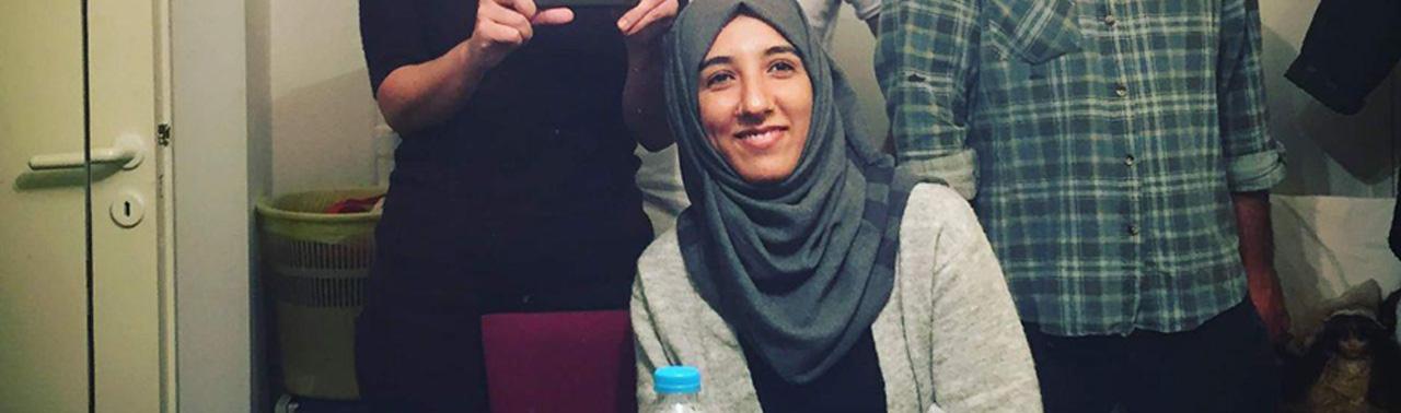 مهاجر متولد مهاجرت؛ مهدیه حسینی، از کارآفرینی رسانه ای در اردوگاه مهاجران تا امید به آینده بهتر برای همنوعان