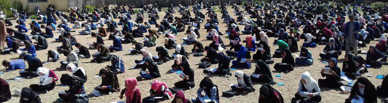 روایت تصویری؛ مسابقه کتاب خوانی با شرکت ۲۵۰۰ تن در بامیان برگزار شد