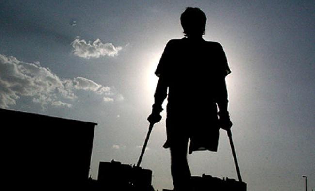 سازمان جهانی صحت در مورد چندین دهه جنگ و درگیری، گزارش 800 هزار افغان دارای معلولیت را که 2.7 درصد کشور را در بر میگیرد، گزارش داده است