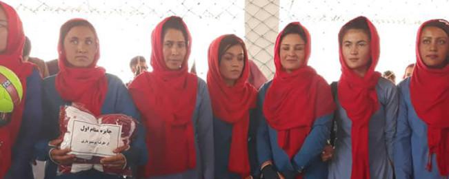 اولین جام والیبال بانوان در جاغوری؛ روایت تصویری از تغییر بزرگ ذهنیت اجتماعی نسبت به زنان در یک ولسوالی دور افتاده غزنی
