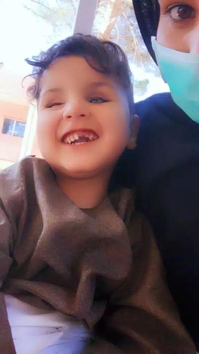 مریم ابرام فعال مدنی، به تازگی این کودک نابینا را به فرزندی گرفته است