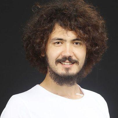 سنجر گونش فرزند جنرال محمد کمال گونیش در سال 1996در جوزجان به دنیا آمده است
