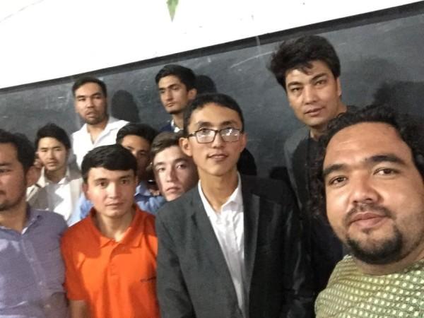 احمد رضایی، پسری 19 ساله که توانسته است با 329 نمره در دانشکده طب معالجوی کابل کامیاب شود، یکی از زخمیان حمله خونین انتحاری بر مرکز آموزشی موعود است که در اثر فرو ریختن دیوار صنف از ناحیه ستون فقرات، سر و شکستگی در ناحیه لگن خاصره آسیب دیده بود