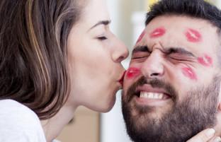 روز جهانی بوسه؛ ۸ استاتوس جالب در باره بوسیدن در میان کاربران فیسبوک افغانستان