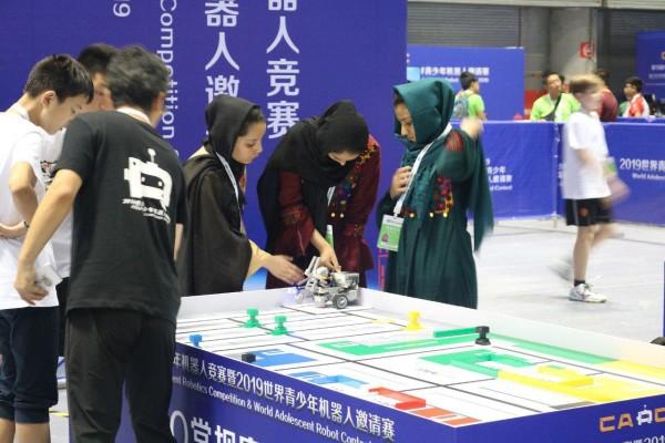 تیم رباتیک دختران توحید اولین تجربه مسابقات بین المللی خود را تابستان سال گذشته در ازبکستان بین 5 کشور و 60 تیم سپری کرده و با مقام سوم به کشور بازگشته بودند