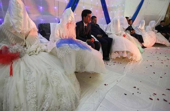 مراسم عروسی دسته جمعی بیشتر در ولایت های کابل، بلخ، غزنی، دایکندی و فراه برگزار میشود و مورد استقبال مردم قرار گرفته است