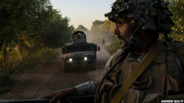 اعضای نیروهای مرزی افغان که از لشکرگاه مرکز ولایت هلمند حرکت کرده و از طریق ولسوالی نادعلی در مسیرشان به سوی روستای سیدآباد در 23 ماه جون بودند