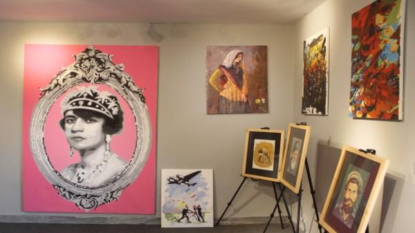 زمانی که هنر سالاران مورد بالایی قرار گرفتند، دیگران نظریات و هنر آنها را نقد میکردند / عکس: الجزیره