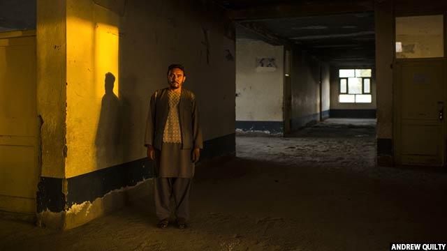 محمد سفر جعفری، 37 ساله، داخل مکتب سیدآباد در 23 ماه جون، او مدیر مکتب از وقتی که سلف اش در جنگ سال 2012 کشته شده بود، بوده است