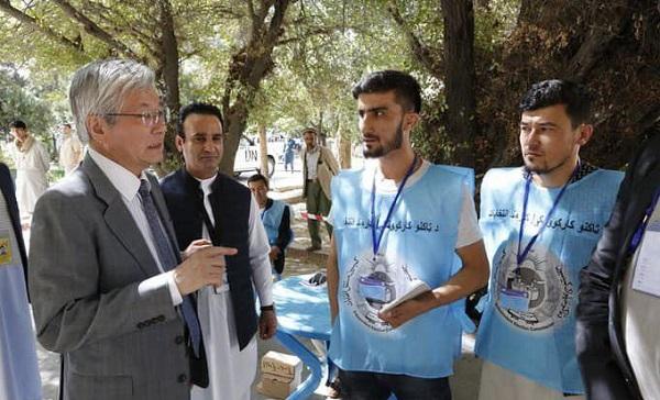 تادامیچی یاماموتو، نماینده ویژه سازمان ملل متحد در افغانستان که دیروز به محلهای رأیدهی رفته بود، حمایت شهروندان کشور از دموکراسی را ستود.